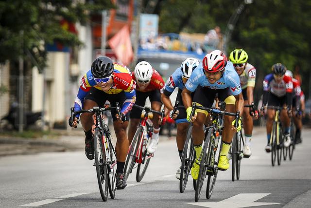 ẢNH: Những khoảnh khắc ấn tượng chặng 4 Giải xe đạp VTV Cúp Tôn Hoa Sen 2020 - Ảnh 3.