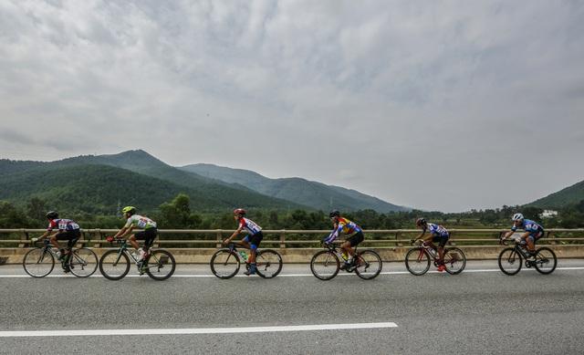 ẢNH: Những khoảnh khắc ấn tượng chặng 4 Giải xe đạp VTV Cúp Tôn Hoa Sen 2020 - Ảnh 2.