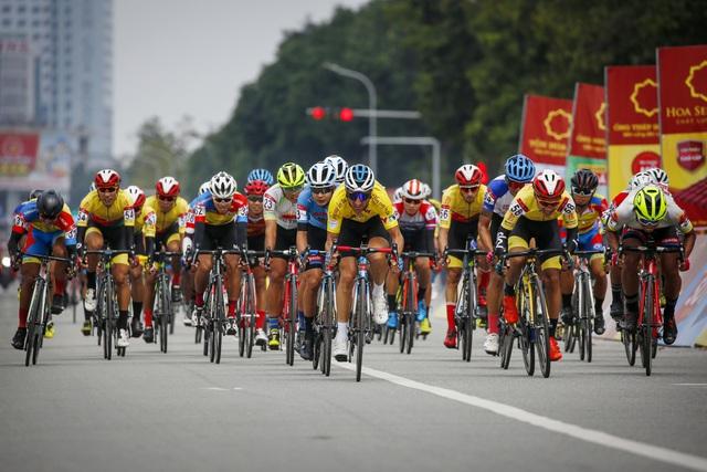 ẢNH: Những khoảnh khắc ấn tượng chặng 4 Giải xe đạp VTV Cúp Tôn Hoa Sen 2020 - Ảnh 8.