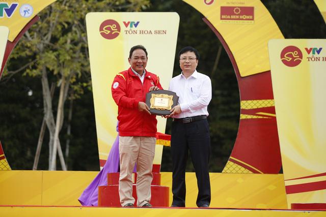 ẢNH: Những khoảnh khắc ấn tượng chặng 4 Giải xe đạp VTV Cúp Tôn Hoa Sen 2020 - Ảnh 9.