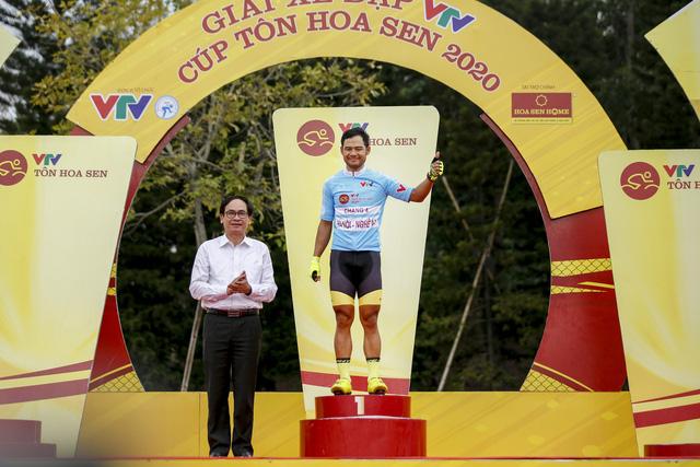 ẢNH: Những khoảnh khắc ấn tượng chặng 4 Giải xe đạp VTV Cúp Tôn Hoa Sen 2020 - Ảnh 13.