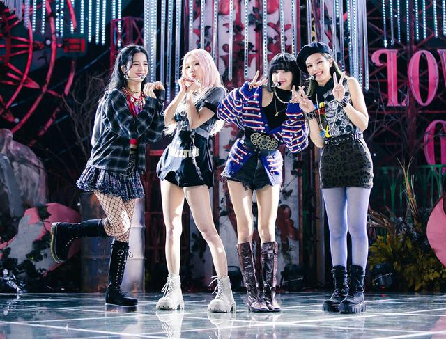 BLACKPINK - Nhóm nhạc nữ đầu tiên vượt mốc 1 triệu bản album - Ảnh 1.