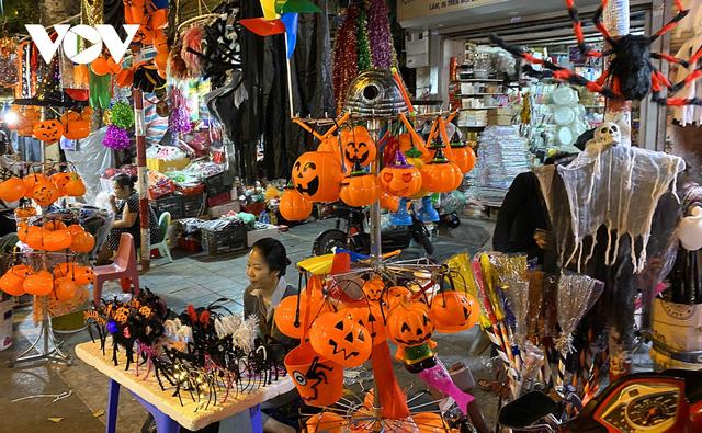 Đồ hóa trang Halloween càng ma quái càng hút khách - Ảnh 5.