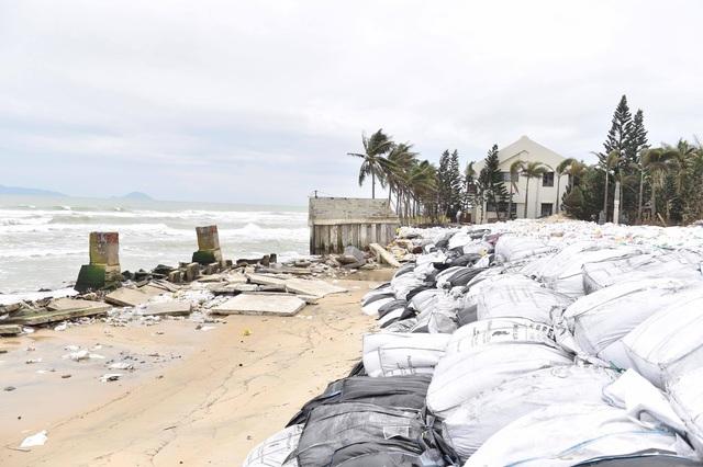 Phó Thủ tướng Trịnh Đình Dũng: Khẩn trương sơ tán người dân ở khu vực ven biển, thấp trũng - Ảnh 1.