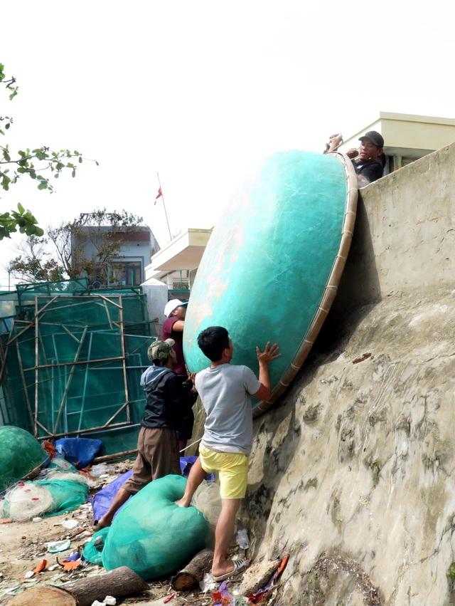 Quảng Ngãi di dời hàng ngàn hộ dân các xã ven biển đến nơi an toàn - Ảnh 2.