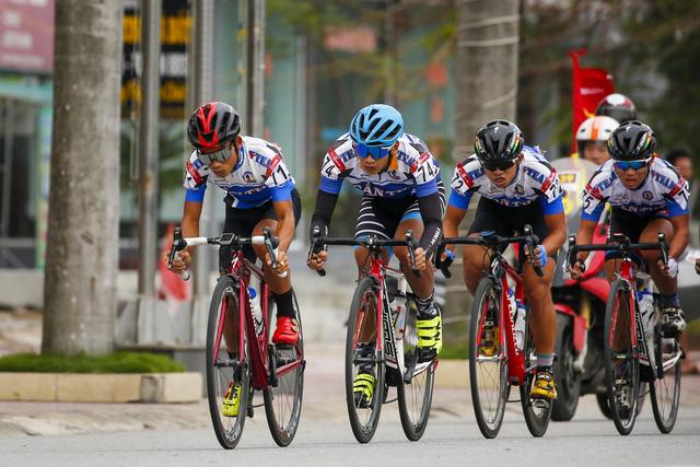 ẢNH: Những khoảnh khắc ấn tượng chặng 5 Giải xe đạp VTV Cúp Tôn Hoa Sen 2020 - Ảnh 3.