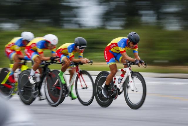 ẢNH: Những khoảnh khắc ấn tượng chặng 5 Giải xe đạp VTV Cúp Tôn Hoa Sen 2020 - Ảnh 7.