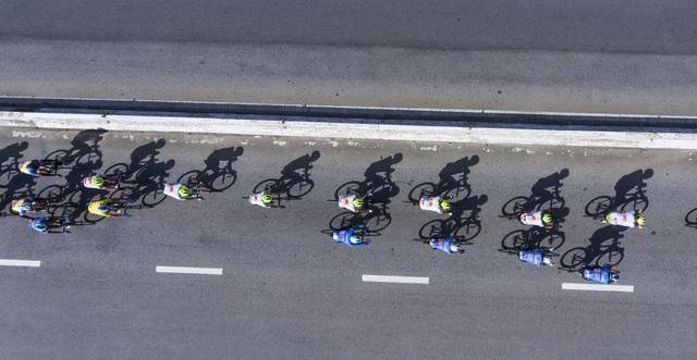 ẢNH: Những khoảnh khắc ấn tượng chặng 6 Giải xe đạp VTV Cúp Tôn Hoa Sen 2020 - Ảnh 9.