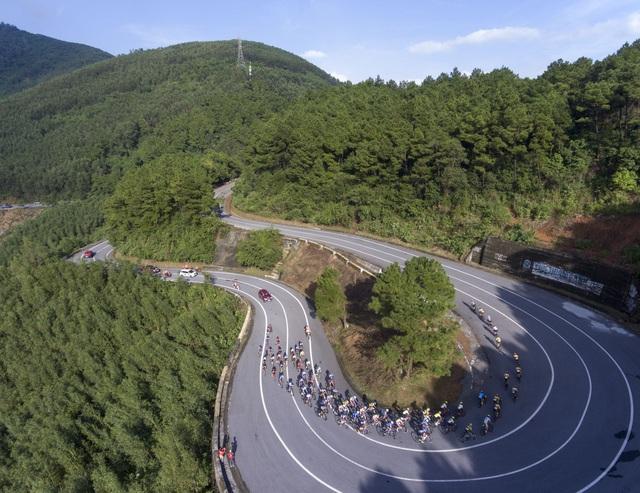 ẢNH: Những khoảnh khắc ấn tượng chặng 6 Giải xe đạp VTV Cúp Tôn Hoa Sen 2020 - Ảnh 5.