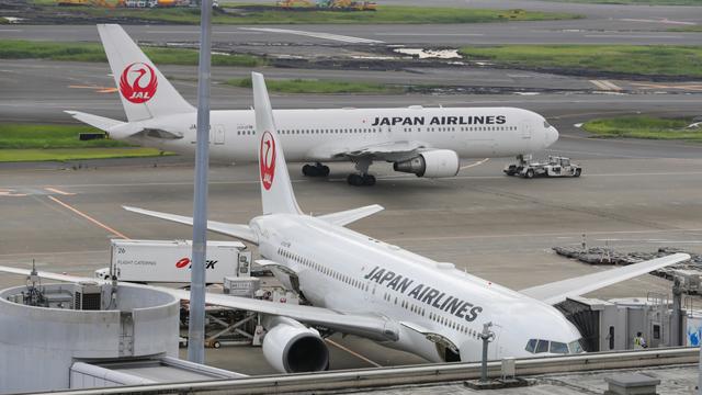 Hàng không Nhật Bản tái cơ cấu để tồn tại - Ảnh 1.