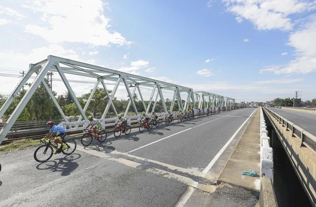 ẢNH: Những khoảnh khắc ấn tượng chặng 6 Giải xe đạp VTV Cúp Tôn Hoa Sen 2020 - Ảnh 2.