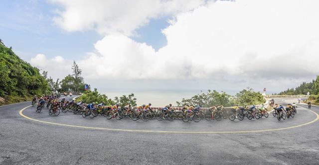ẢNH: Những khoảnh khắc ấn tượng chặng 6 Giải xe đạp VTV Cúp Tôn Hoa Sen 2020 - Ảnh 6.