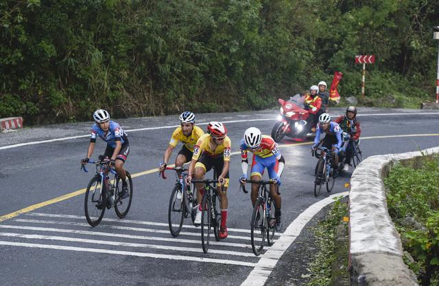 ẢNH: Những khoảnh khắc ấn tượng chặng 6 Giải xe đạp VTV Cúp Tôn Hoa Sen 2020 - Ảnh 10.