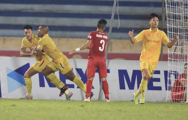 BTC sân Vinh chơi đẹp với CĐV Nam Định - Ảnh 2.