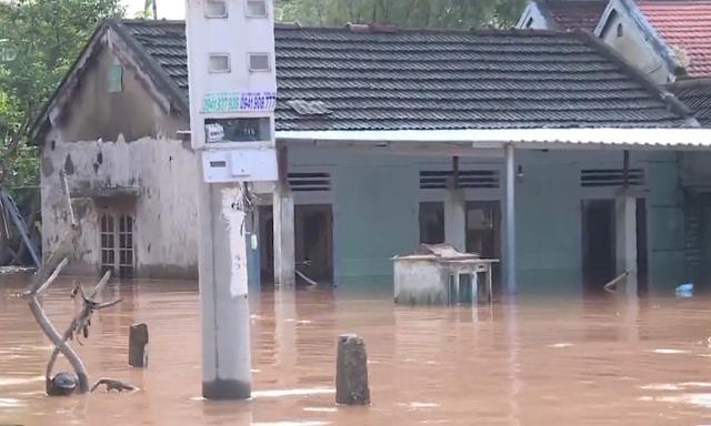 Quảng Trị ngập lụt trở lại, có nơi nước cao hơn 1 mét - Ảnh 1.