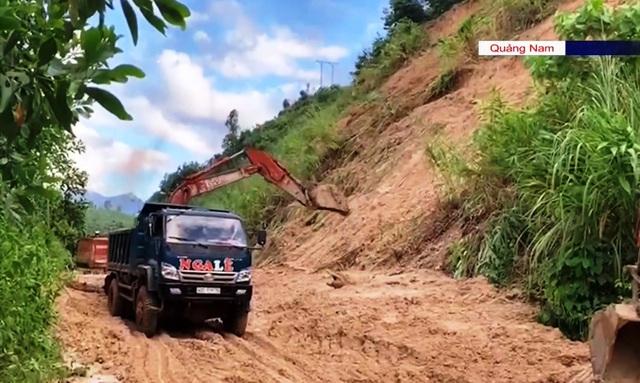 Vụ sạt lở ở Phước Sơn, Quảng Nam: Dự kiến trưa mai mới tiếp cận được vị trí hiện trường - Ảnh 1.
