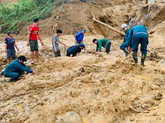 Thêm vụ sạt lở núi thứ 3 ở Quảng Nam, 11 người bị vùi lấp - Ảnh 1.