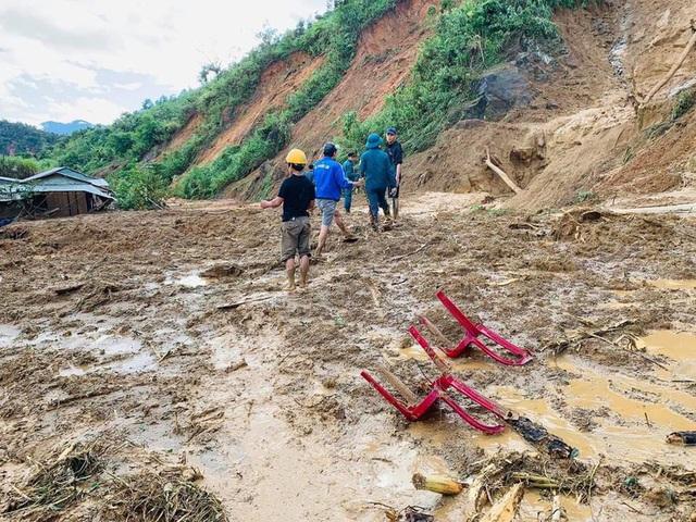 Thêm vụ sạt lở núi thứ 3 ở Quảng Nam, 11 người bị vùi lấp - Ảnh 2.