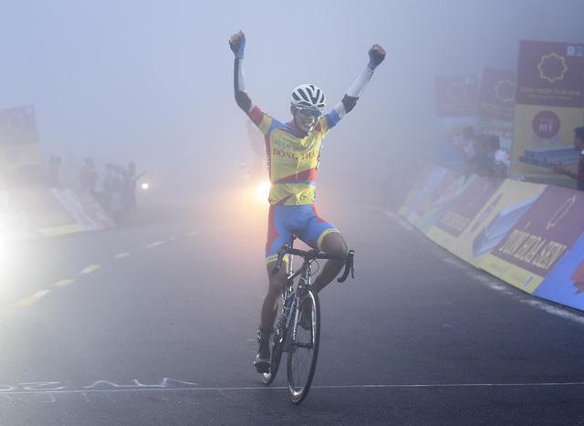 ẢNH: Những khoảnh khắc ấn tượng chặng 6 Giải xe đạp VTV Cúp Tôn Hoa Sen 2020 - Ảnh 11.