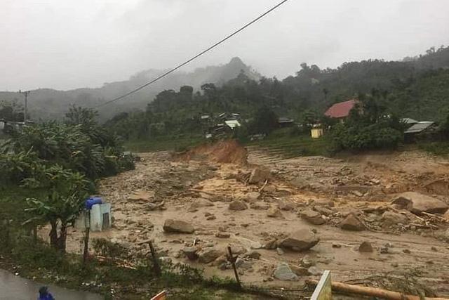 Sạt lở tại Phước Sơn, Quảng Nam: Tìm được 5 thi thể, vẫn còn 13 người mất tích - Ảnh 7.
