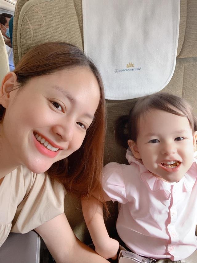 Lan Phương hạnh phúc ở cạnh con gái sau chuỗi ngày quay phim đằng đẵng - Ảnh 2.