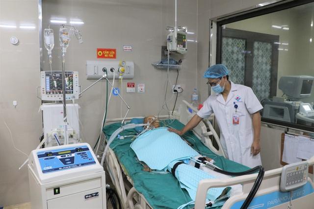 Hạ thân nhiệt chỉ huy cứu bệnh nhân đột quỵ não nguy kịch - Ảnh 1.