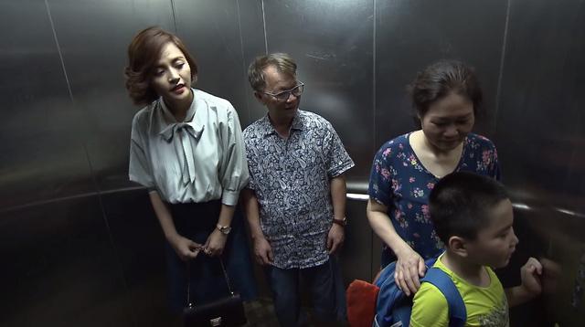 Lửa ấm - Tập 22: Ngọc gặp nạn trong thang máy, liệu Minh có xuất hiện? - Ảnh 1.