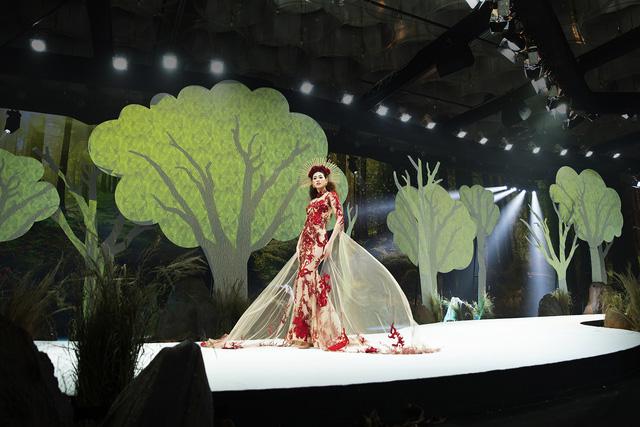 Lan Khuê., Khá.nh Vâ.n mở mà.n ấ.n tư.ợ.ng tạ.i Vietnam Runway Fashion Week - Ảnh 2.