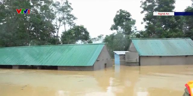 Mưa lớn nhấn chìm hàng trăm ngôi nhà tại Nghệ An - Ảnh 1.