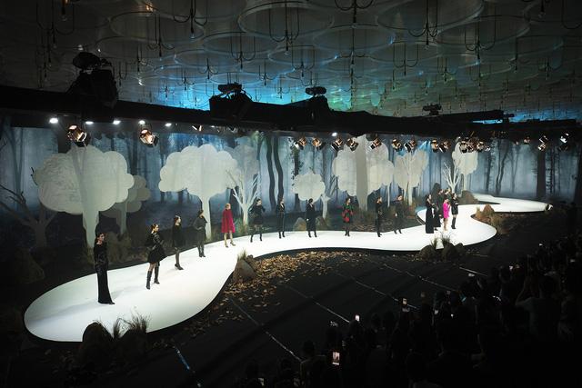Lan Khuê., Khá.nh Vâ.n mở mà.n ấ.n tư.ợ.ng tạ.i Vietnam Runway Fashion Week - Ảnh 5.