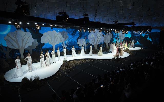 Lan Khuê., Khá.nh Vâ.n mở mà.n ấ.n tư.ợ.ng tạ.i Vietnam Runway Fashion Week - Ảnh 1.