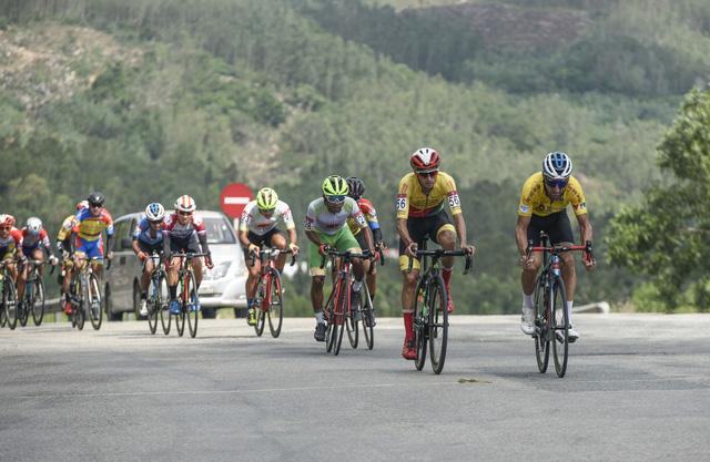 ẢNH: Những khoảnh khắc ấn tượng chặng 7 Giải xe đạp VTV Cúp Tôn Hoa Sen 2020 - Ảnh 3.
