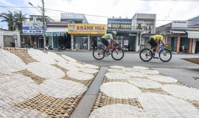 ẢNH: Những khoảnh khắc ấn tượng chặng 7 Giải xe đạp VTV Cúp Tôn Hoa Sen 2020 - Ảnh 4.