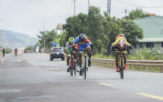 ẢNH: Những khoảnh khắc ấn tượng chặng 7 Giải xe đạp VTV Cúp Tôn Hoa Sen 2020 - Ảnh 6.