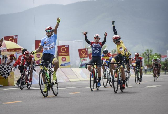 ẢNH: Những khoảnh khắc ấn tượng chặng 7 Giải xe đạp VTV Cúp Tôn Hoa Sen 2020 - Ảnh 16.