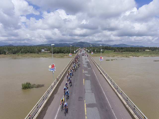 ẢNH: Những khoảnh khắc ấn tượng chặng 7 Giải xe đạp VTV Cúp Tôn Hoa Sen 2020 - Ảnh 8.