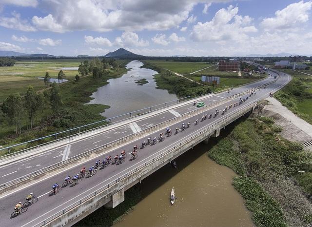 ẢNH: Những khoảnh khắc ấn tượng chặng 7 Giải xe đạp VTV Cúp Tôn Hoa Sen 2020 - Ảnh 11.