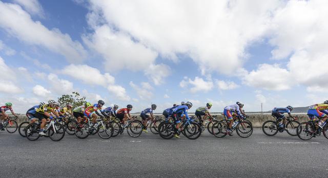 ẢNH: Những khoảnh khắc ấn tượng chặng 7 Giải xe đạp VTV Cúp Tôn Hoa Sen 2020 - Ảnh 13.
