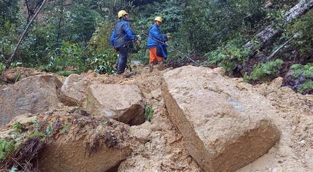 Trung Bộ mưa dông diện rộng, cảnh báo lũ quét, sạt lở đất và ngập úng từ Nghệ An đến Phú Yên - Ảnh 1.