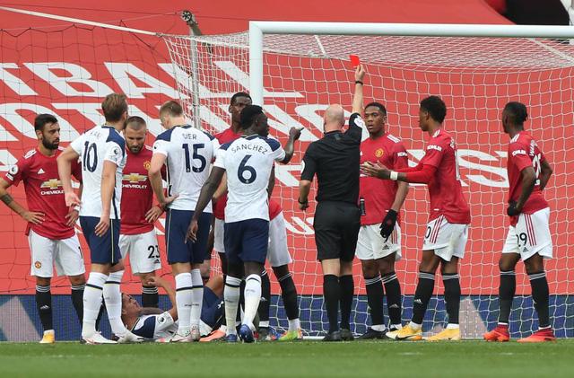 Man Utd 1-6 Tottenham: Thảm họa tại Nhà hát của những giấc mơ - Ảnh 3.