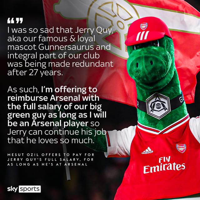 Phản ứng bất ngờ của Mesut Ozil sau khi Arsenal sa thải chú khủng long Gunnersaurus - Ảnh 1.