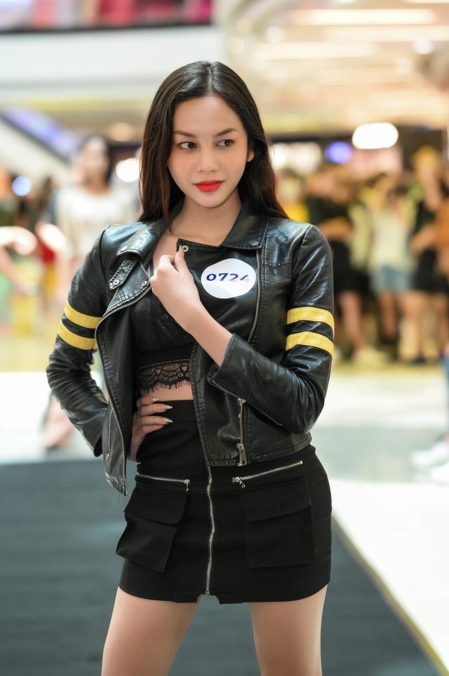 Hoa hậu Khánh Vân - nàng thơ show diễn mới của Xuân Lan - Ảnh 4.