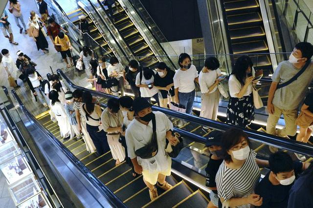 Nhật Bản nới lỏng quy định cách ly đối với người nhập cảnh - Ảnh 1.