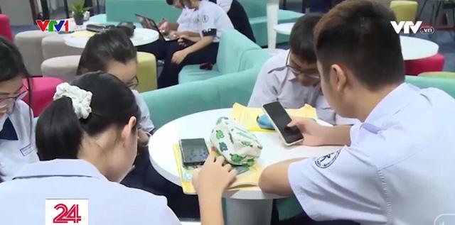 Băn khoăn lợi - hại khi giao điện thoại thông minh cho học sinh trên lớp - Ảnh 7.