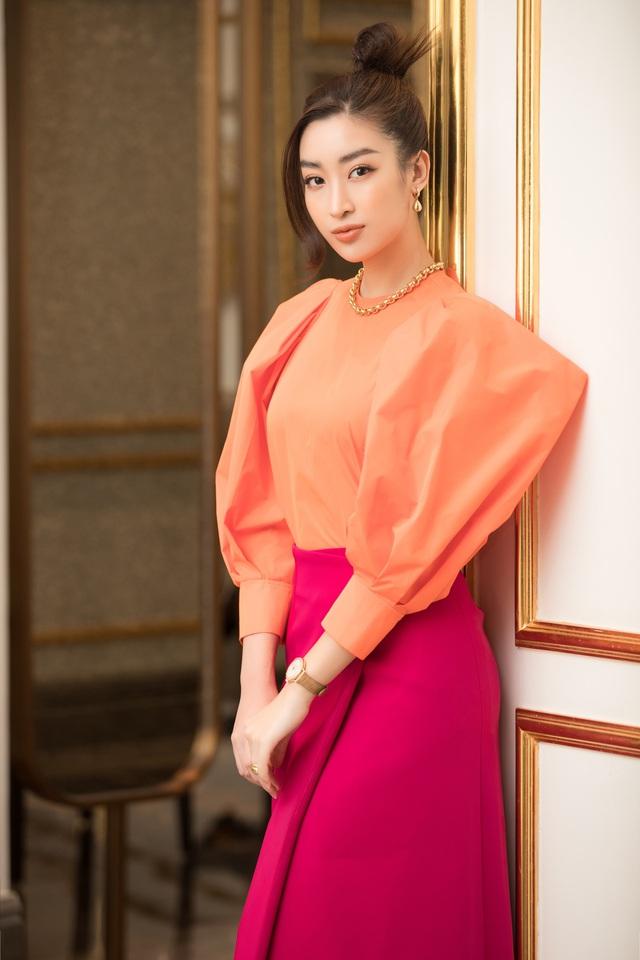 Dàn Hoa Á hậu diện đồ sặc sỡ tại họp báo Bán kết Hoa Hậu Việt Nam 2020 - Ảnh 4.