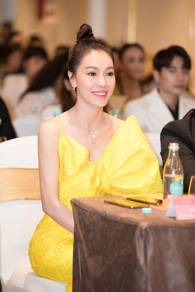 Dàn Hoa Á hậu diện đồ sặc sỡ tại họp báo Bán kết Hoa Hậu Việt Nam 2020 - Ảnh 8.
