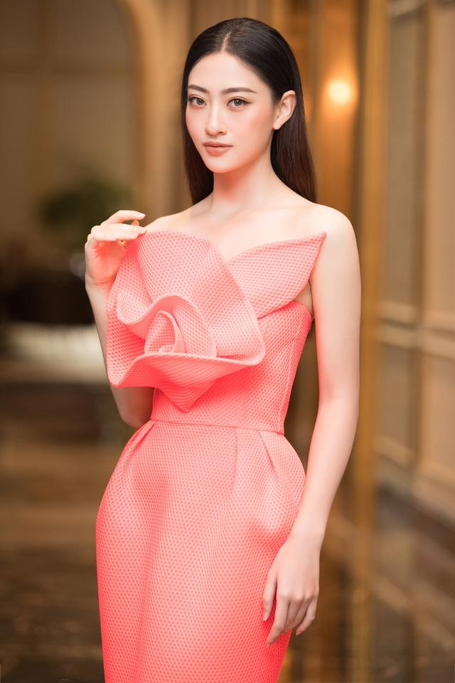 Dàn Hoa Á hậu diện đồ sặc sỡ tại họp báo Bán kết Hoa Hậu Việt Nam 2020 - Ảnh 7.