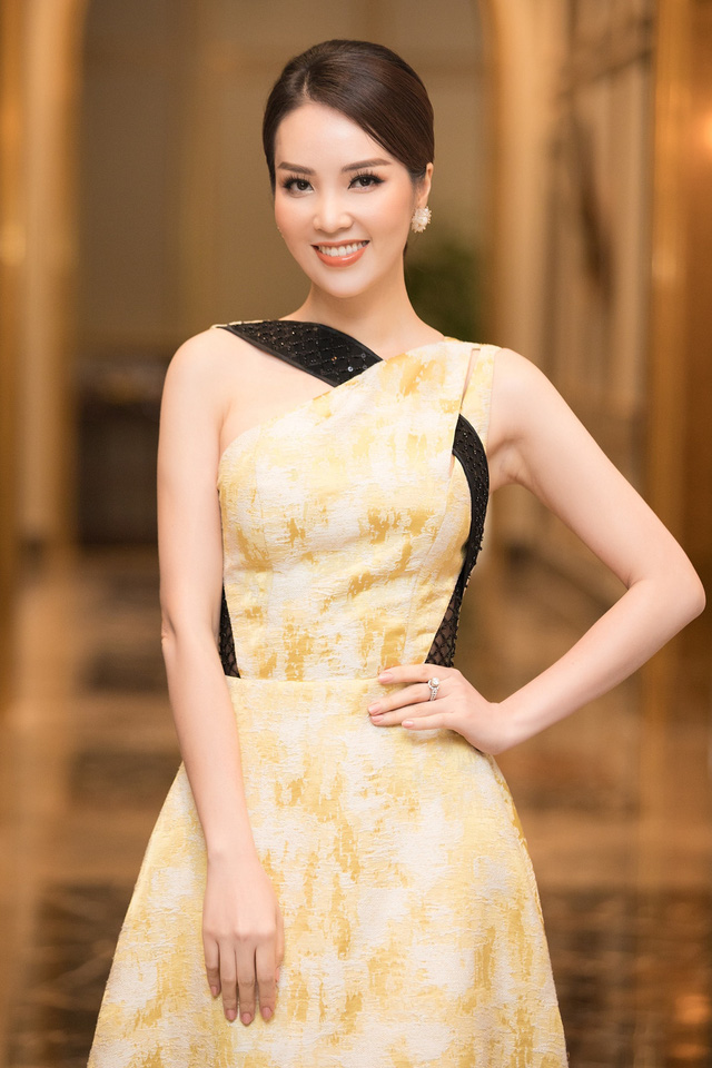 Dàn Hoa Á hậu diện đồ sặc sỡ tại họp báo Bán kết Hoa Hậu Việt Nam 2020 - Ảnh 5.