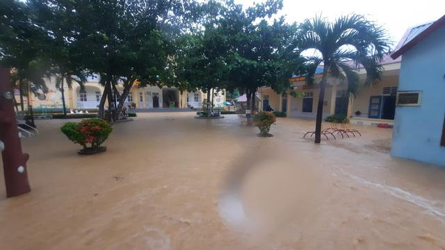 Mưa lũ nhấn chìm nhiều khu vực tại Quảng Trị - Ảnh 5.