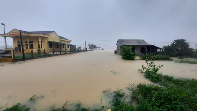Mưa lũ nhấn chìm nhiều khu vực tại Quảng Trị - Ảnh 6.